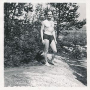 Harry nuorena rannalla