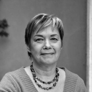 Svartvit porträttbild av Marianne Lydén (1953-2017)