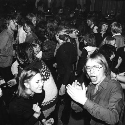 Opiskelijabileet YO-talolla 1970-luvulla.