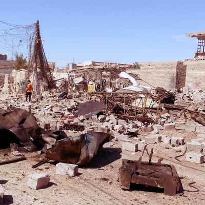 Sönderbombat hus i Falluja efter ett av den irakiska arméns flyganfall 8.3.2016