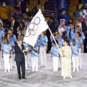 Tokyo får den olympiska flaggan