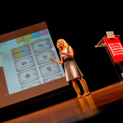 Pelisuunnittelija Jane McGonigal Games For Change -tapahtumassa