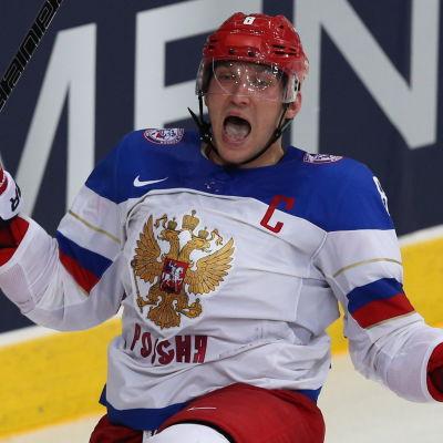 Aleksandr Ovetjkin igen i Rysslands bekanta tröja.