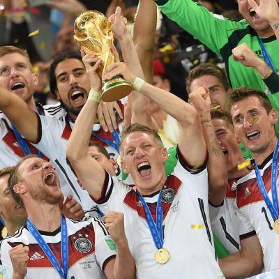 Tysklands spelare firar segern i fotbolls-VM 2014.