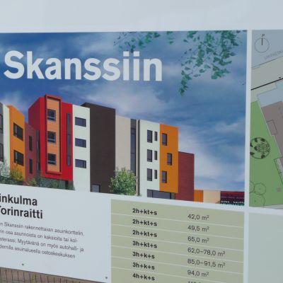 Hartelan kyltti, jossa mainostetaan Skanssiin kohoavia kerrostaloja.