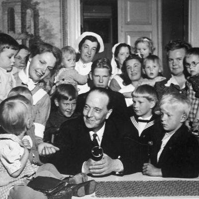 arkus Rautio (Markus-setä) ja lapsia.