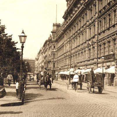Norra Esplanaden där affärsmannen Fredrik Wilhelm Grönqvist lät bygga Nordens största affärs och bostadshus.