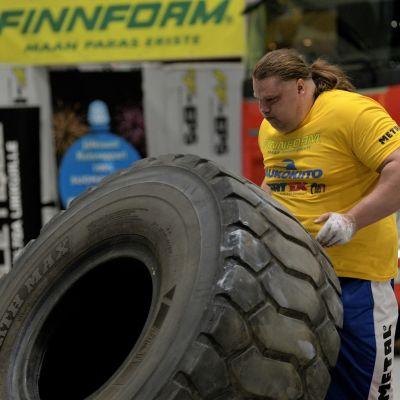 Mika Törrö Suomen vahvin mies 2019 -kilpailussa.