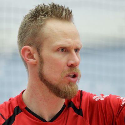 Mikko Esko lähikuvassa.