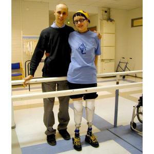 Kaisa Leka miehensä Christoffer Lekan kanssa amputaation jälkeen vuonna 2002.