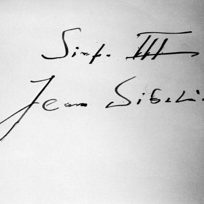 Jean Sibeliuksen nimikirjoitus ja teksti: sinfonia III.
