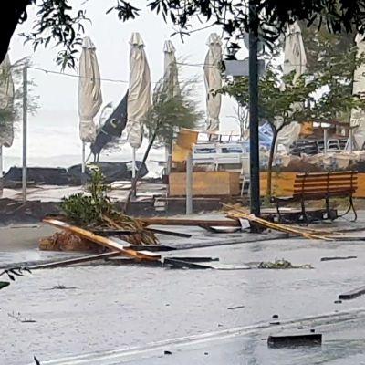 Myrskyn tuhoja Kalamatassa.