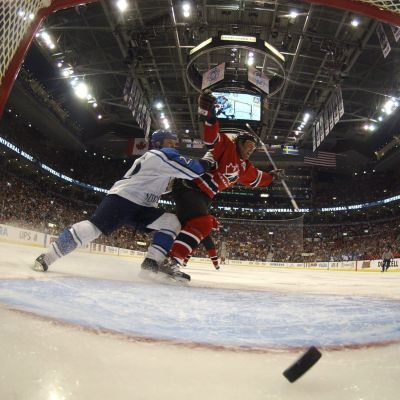 Yle Sporten firar World Cup-comebacken med en poddserie om turneringen. I den senaste upplagan för tolv år sedan vann Kanada över Finland i finalen.