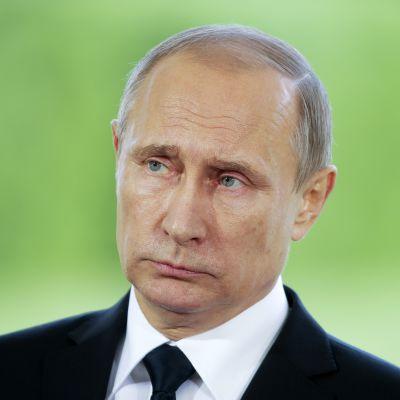 Venäjän presidentti Vladimir Putin Kultarannassa perjantaina. Venäjän presidentti Vladimir Putin Suomen-vierailullaan heinäkuussa 2016.