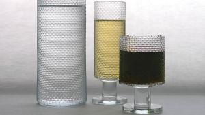 Glas med vin i, Markku Salos design