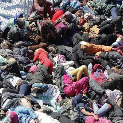 Flyktingar som räddats på Medelhavet av italiensk kustbevakning.