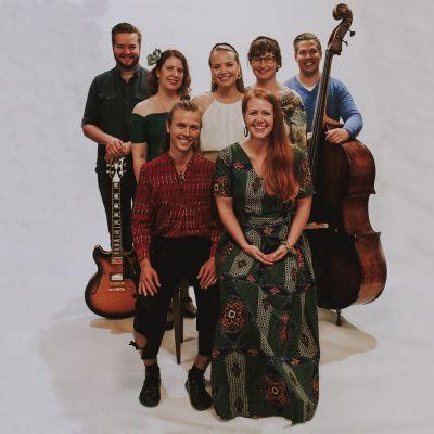 Charlotta Kerbs, Erik Sjöholm och Ginger sisters