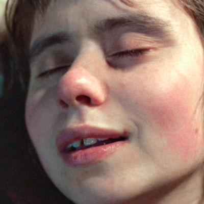 Maritta Viitamäki elokuvassa Maa on syntinen laulu.