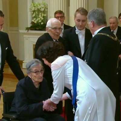 Salme Haltia, 106-vuotias lääkintälotta Linnan juhlissa 2018.