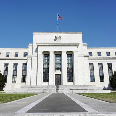 Yhdysvaltain keskuspankin rakennus Washingtonissa.