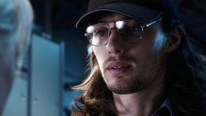 Huvudpersonen Renlund är gammal tv-reparatör