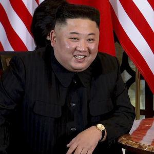 Kim Jong-Un verkade enligt många närvarande, mer spänd och stressad än i det första toppmötet i Singapore