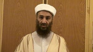 Osama bin Laden talar på video kort innan han dödades