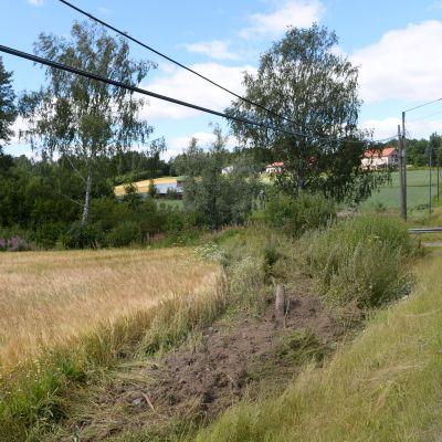 Liikenneonnettomuuden tapahtumapaikka Tuusulassa Maisalantien varrella.