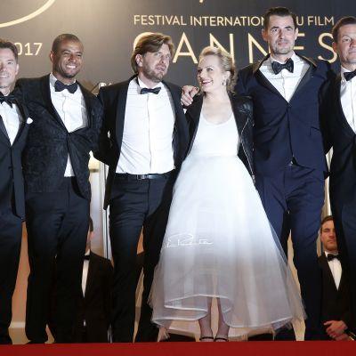 Elokuvan The Squaren näyttelijöitä ja ohjaaja. Kuvassa vasemmalta näyttelijät Terry Notary, Christopher Laesso, ohjaaja Ruben Östlund, näyttelijät Elisabeth Moss, Claes Bang ja Dominic West.