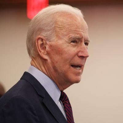 Joe Biden etsii itselleen varapresidenttiehdokasta. Los Angeles, maaliskuu 2020.