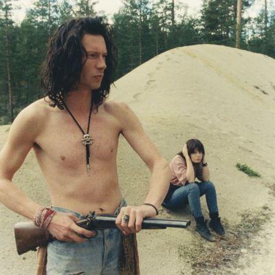 Antti Reini ja Maria Heiskanen nuorisorikollisina elokuvassa Il Capitano (1991).