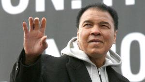 Senare blev Alis hälsa allt sämre. Han kämpade mot Parkinsons sjukdom i 32 år.
