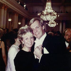 Ilmari ja Leena Saarelainen linnanjuhlissa vuonna 1987.