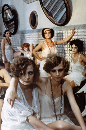 Roomalaisen bordellin työntekijöitä Lina Wertmüllerin elokuvassa Rakkautta ja anarkiaa (1973).