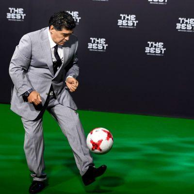 Diego Maradona pomputtelee Fifa-gaalassa