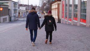 Athina och Daniel vill stanna i Finland.