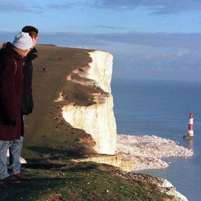 Folk både på och under stupet Sevens Sisters i East Sussex drabbades av svidande ögon och andningsbesvär på söndagen