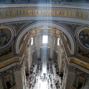 Kuvaa Pietarinkirkosta Vatikaanissa