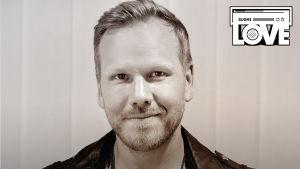 SuomiLOVEn 7. singlen kansi, jossa on Osmo Ikonen.