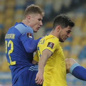 Aleksandr Marochkin och Roman Jaremtjuk i en duell.
