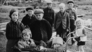 Karelska barn efter tvångsförflyttningen.