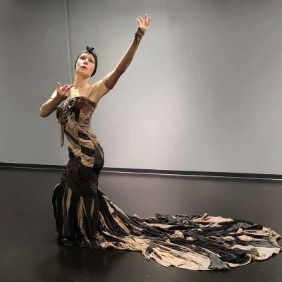 Tanssitaitelija Titta Court esiintyy