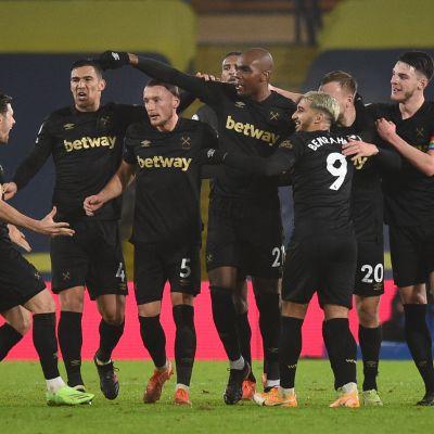Angelo Ogbonna juhlii West Hamin voittomaalia.