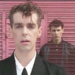 Pet Shop Boys. Kuvakaappaus musiikkivideosta West End Girls.