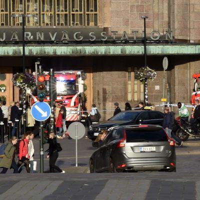 Brandbilar utanför Helsingfors centralstation.