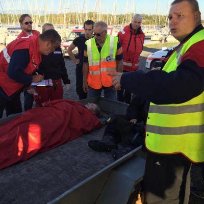 Frivilliga deltar i sjöräddningsövning i Kasnäs 2016