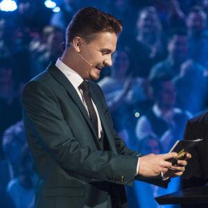 Cristal Snow ja Roope Salminen Uuden Musiikin Kilpailussa Karsinta 2:ssa.