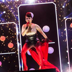 Saara Aalto esittää kappaleen Domino Uuden musiikin kilpaillussa 2018
