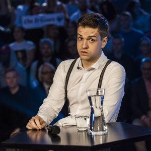 Mikael Saari Uuden Musiikin Kilpailussa Karsinta 2:ssa.