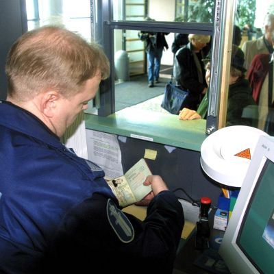Den offentliga sektorn i Finland är dålig på att ställa krav på de arbetskläder de beställer. Måna plagg tillverkas av människor som inte ens får minimilön för sitt arbete